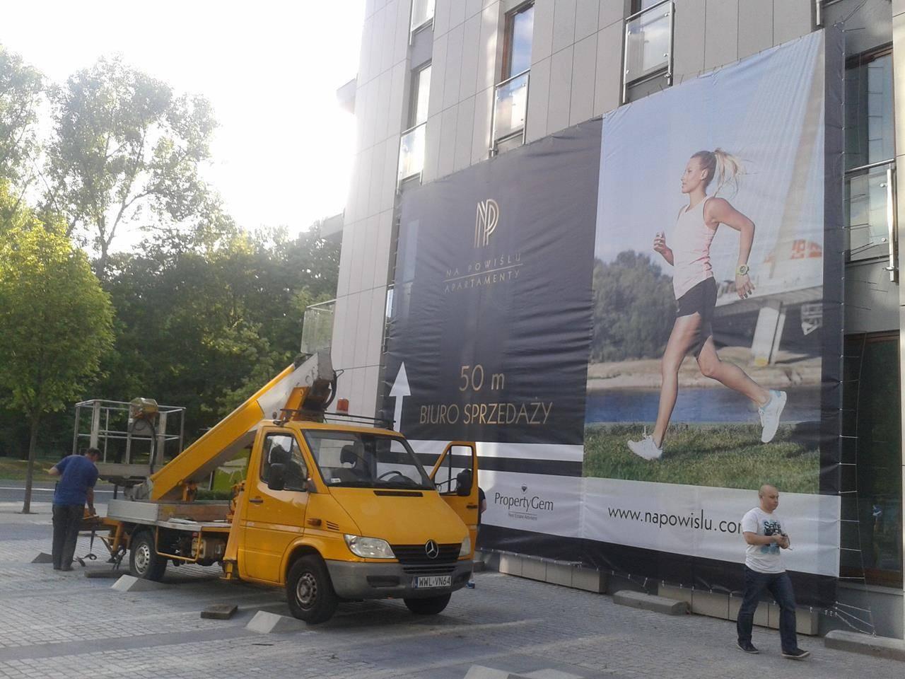 montaż reklam